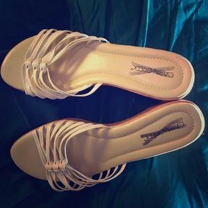 Cabin Creek size 7 1/2 white sandals